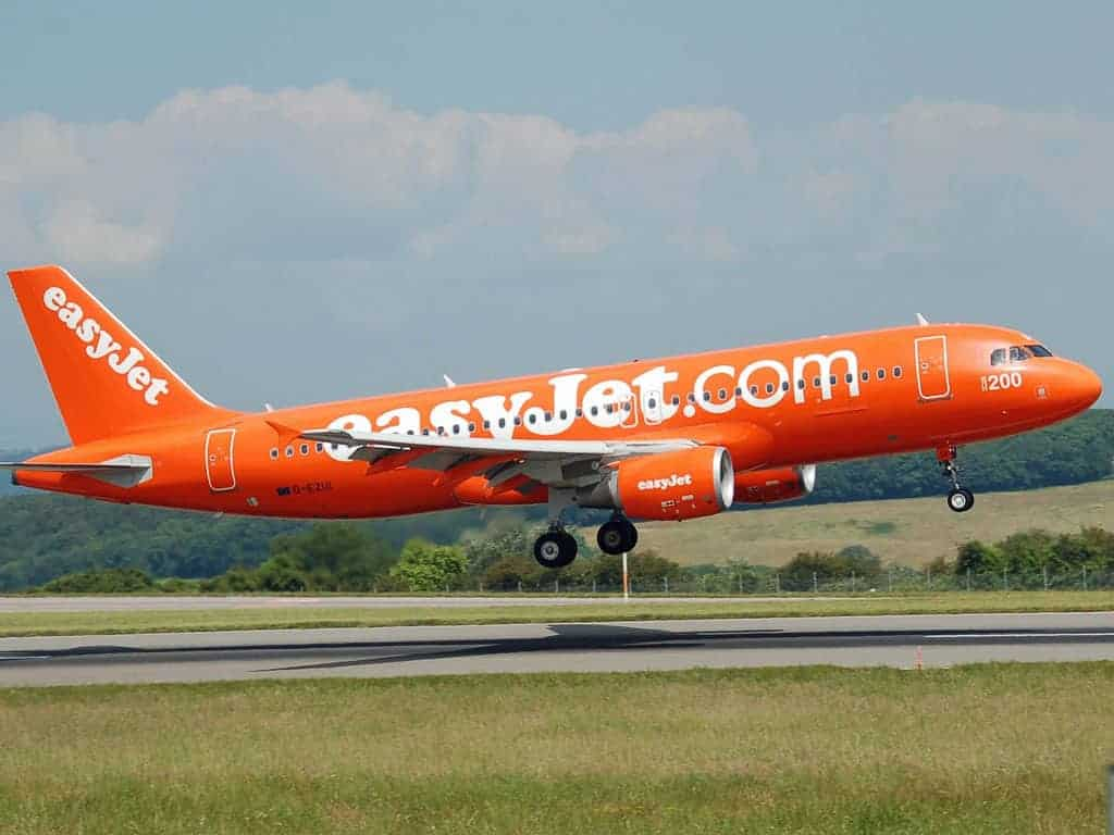 easyjet plane taking off