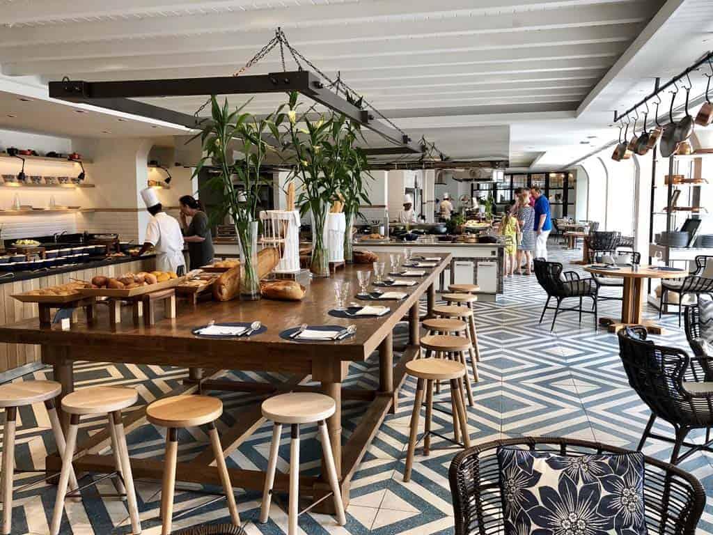 One&Only Le Saint Geran La Terrasse buffet