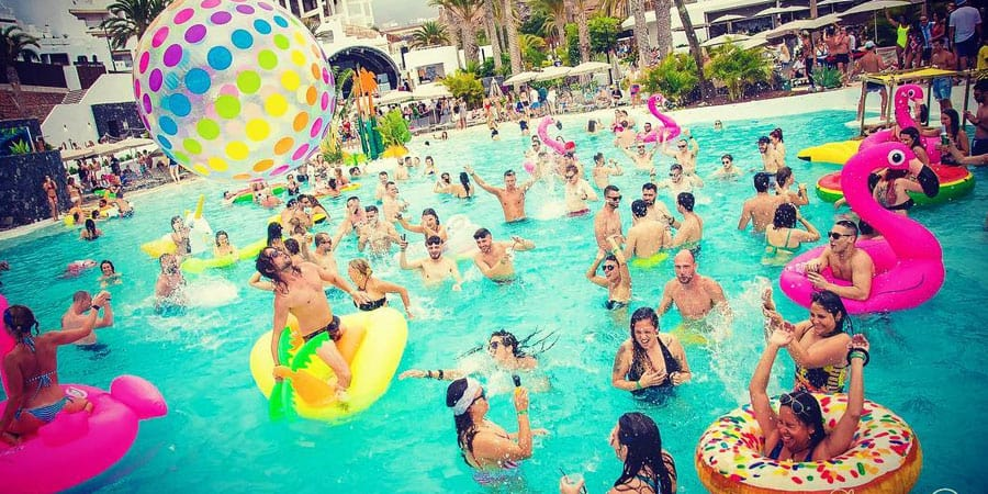 Hard-Rock-Hotel-Pool-Party