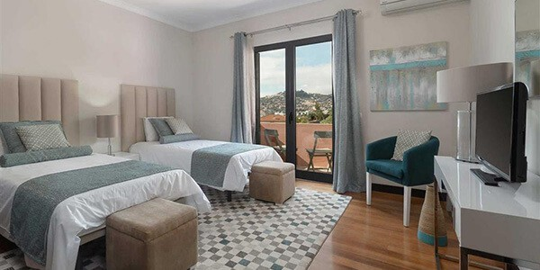 villa-liliana-funchal-madeira-twin-bedroom