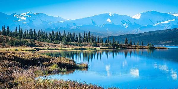 wonder-lake-denali-national-park-mountains-background